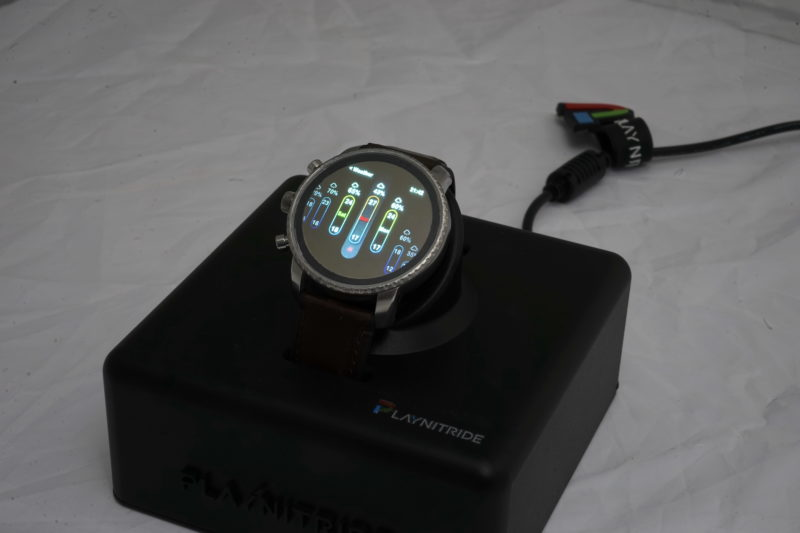 創也與友達攜手合作,首次展出 1.39 吋全球最高像素密度 338 PPI 正圓形 Micro LED 顯示器